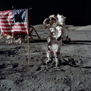 Das Hissen der US-Flagge auf dem Mond